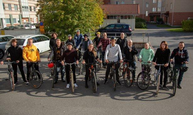 Les membres de Lianacrew avec leurs vélos