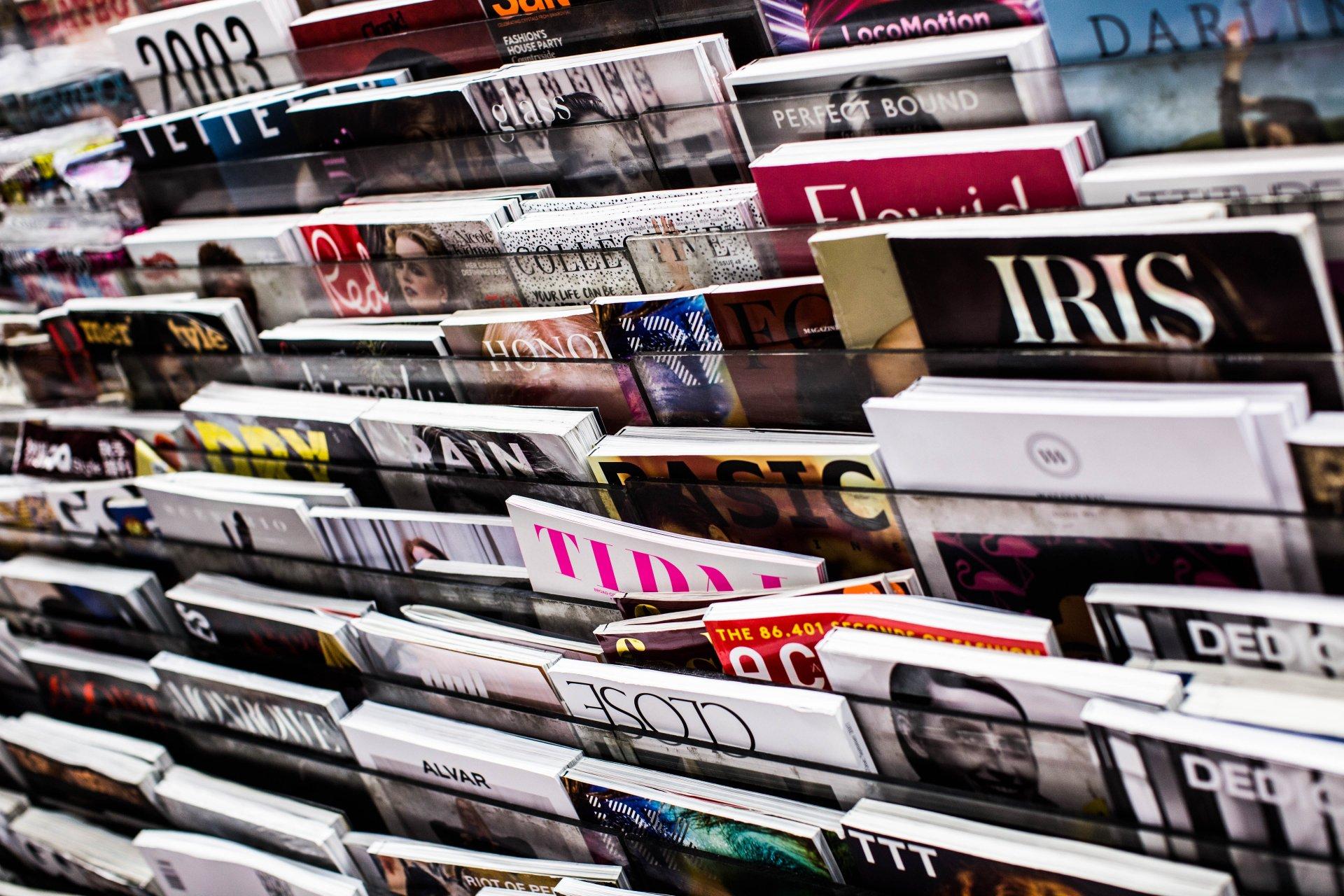 Magazines sur un stand